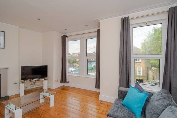 Large and Bright 2BR in East London