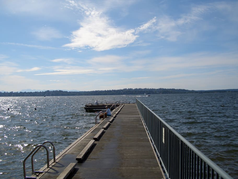 5 minute drive to waterfront access. Go swimming. Enjoy Lake Summer.