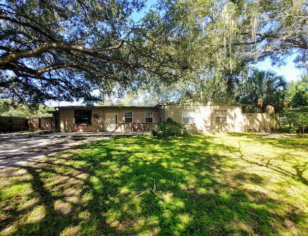 Updated Ranch Style Home Close to Tom Petty Park