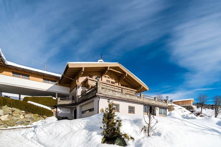 Sunlit Apartment near Ski Area in Hollersbach im Pinzgau
