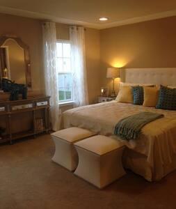 Luxury Master Bedroom Suite close to UD - Newark - Şehir evi