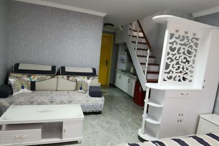大学城Loft公寓复式大床房浪漫馨霞小居