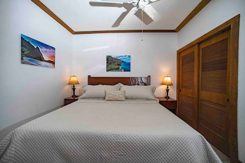 Chic 1Br Condo in Poipu with A/C- Walk to Beach