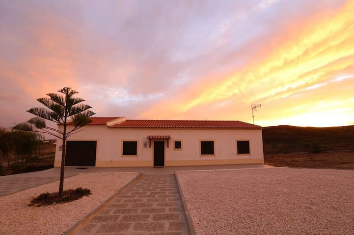 Beautiful country house and beach (Algarve&Sagres) - Lagos - House