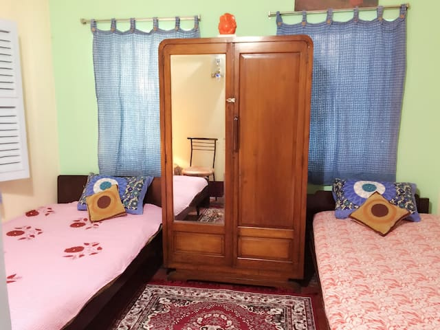 SHOWERLOCK HOMES-COSY 2BHK PRIVATE HOME (4 guests) - Kolkata - Apartment
