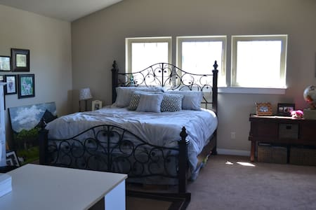 Large and Comfortable Room in Bend - Bend