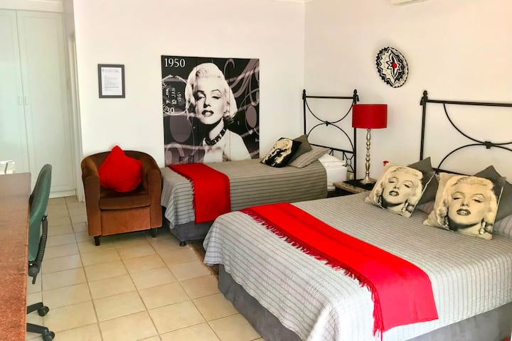 Annie's Place B&B - The Marilyn RM4