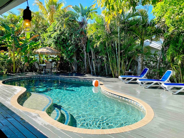 5 STARS! Tropical Salt H2O Pool, Steps to BEACH!!