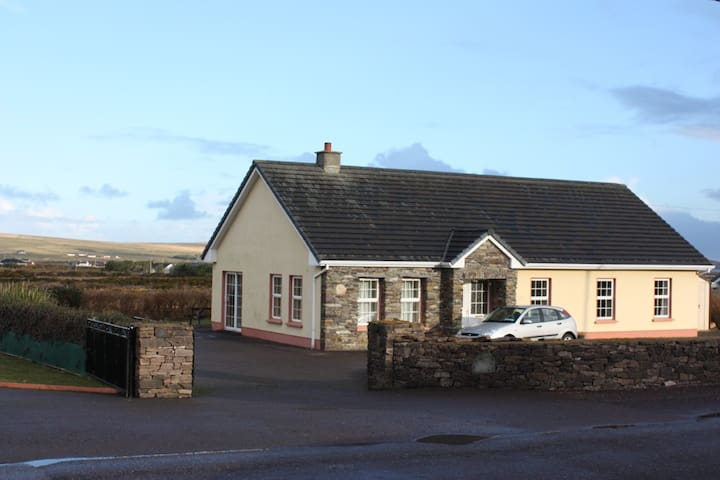 6 Bed House. Ballyferriter, Dingle. - Ballyferriter - Rumah