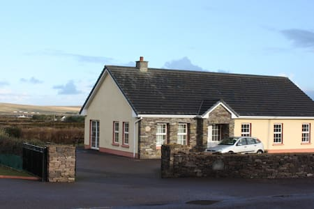 6 Bed House. Ballyferriter, Dingle. - Ballyferriter - House