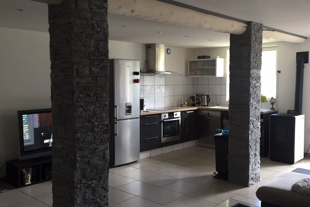 appartement moderne de 70m2 avec jardin ext rieur appartements louer l 39 trat auvergne. Black Bedroom Furniture Sets. Home Design Ideas