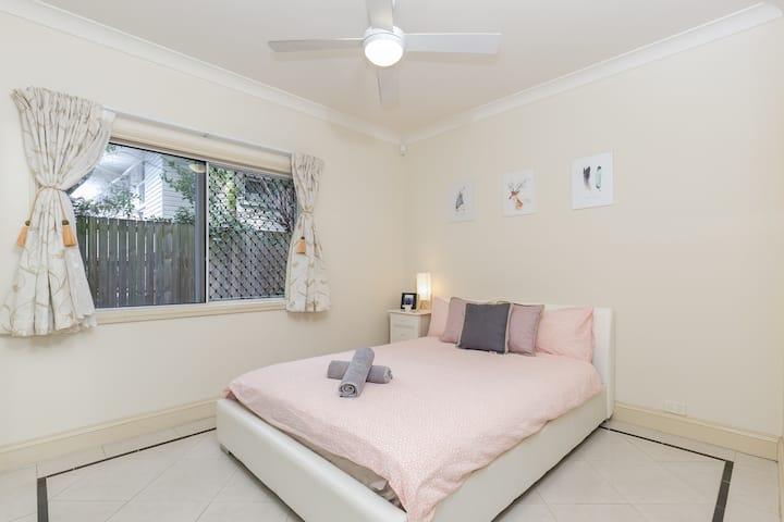 Brisbane City & Airport Center Byron Queen Room