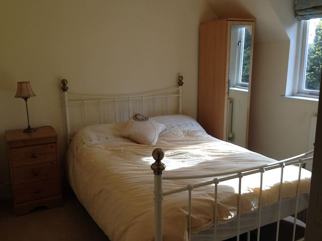 Kelham Bed & Breakfast 'Daisy's Room' - Kelham