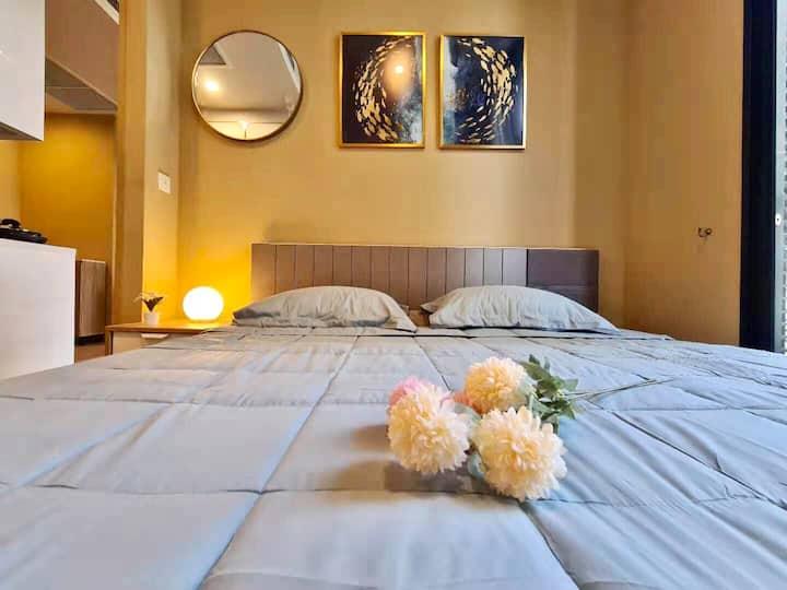距离bts Asoke站600米崭新公寓BE19大床沙发床wifi健身房泳池一应俱全