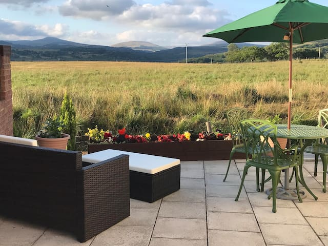 Come home to relax at the end of the day after all that sightseeing.Put your feet up and admire the beautiful countryside .Or why not curl up indoors and watch the ever changing views from the warmth of the lounge