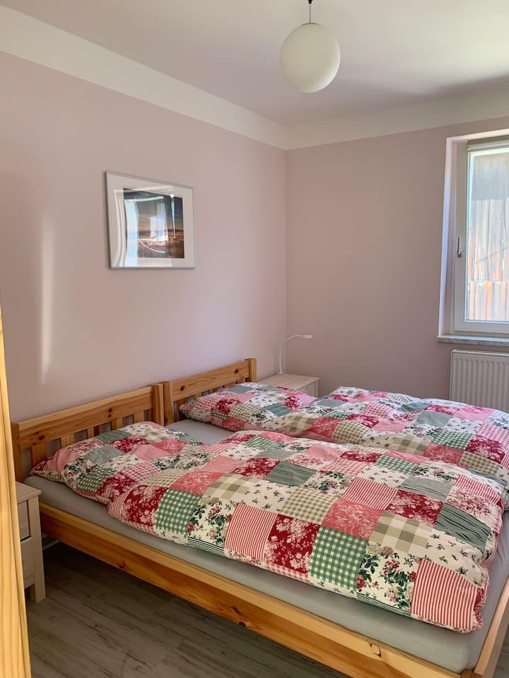 Schlaf Zimmer, Betten können auch getrennt gestellt werden