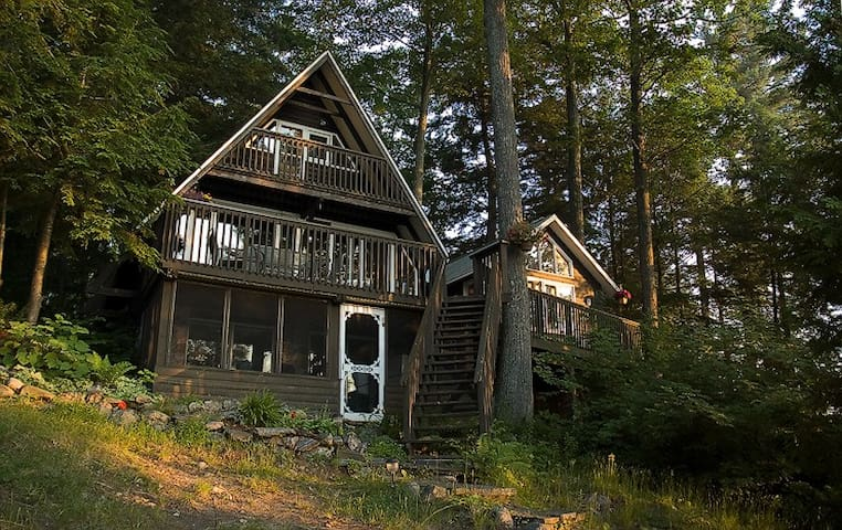 The Lakeside Chalet - MacTier - Hytte