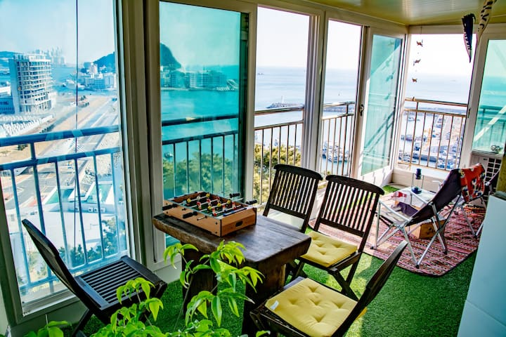 Lovely ocean view terrace house with Taejongdae