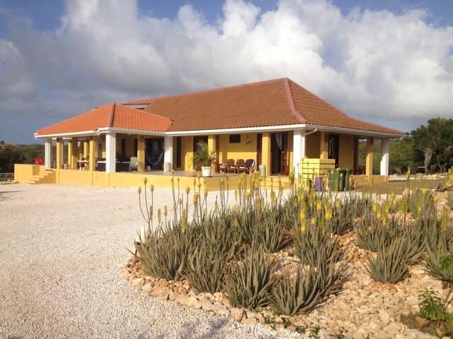 Caribische villa op Coral Estate Beach Resort