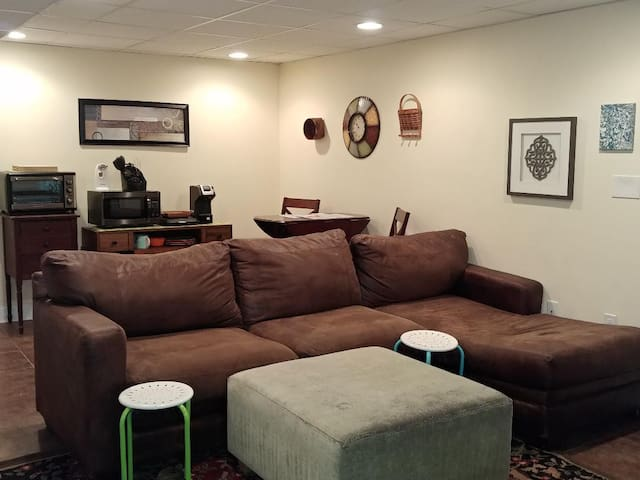 PRIVATE  * Basement  * Bedroom * Private Bathroom with Shower * Private entrance from the basement * Gas Fireplace * Ceiling Fans * Large T.V. --- WiFi --- Cable * Patio  * Small back yard with private fence