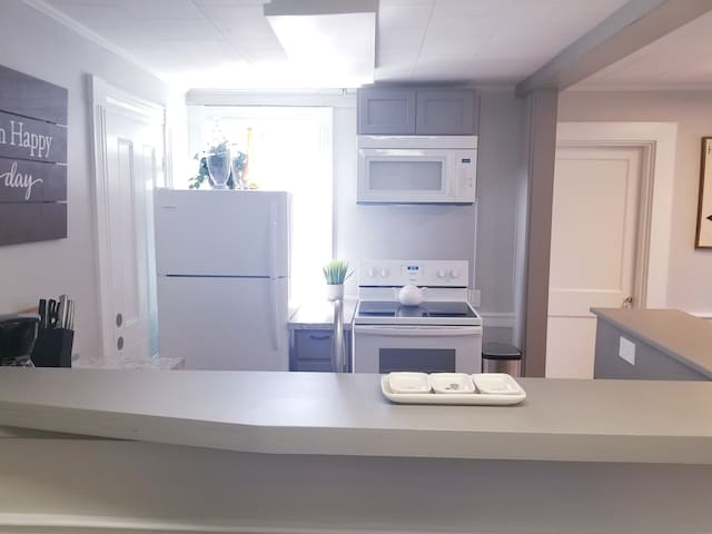 Exeter -1st Floor Large Furnished Two Bed One Bath