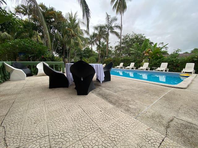 Apartamento en la playa, piscina, cocina equipada