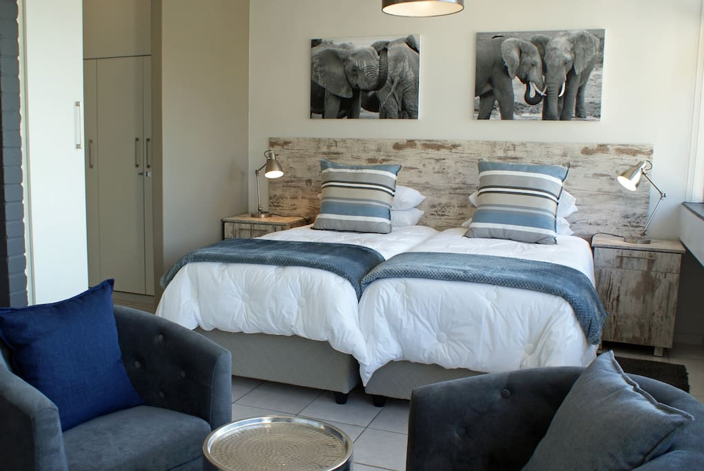 Modern, stylish, trendy, fun apartment close to all the attractions in Cape Town.