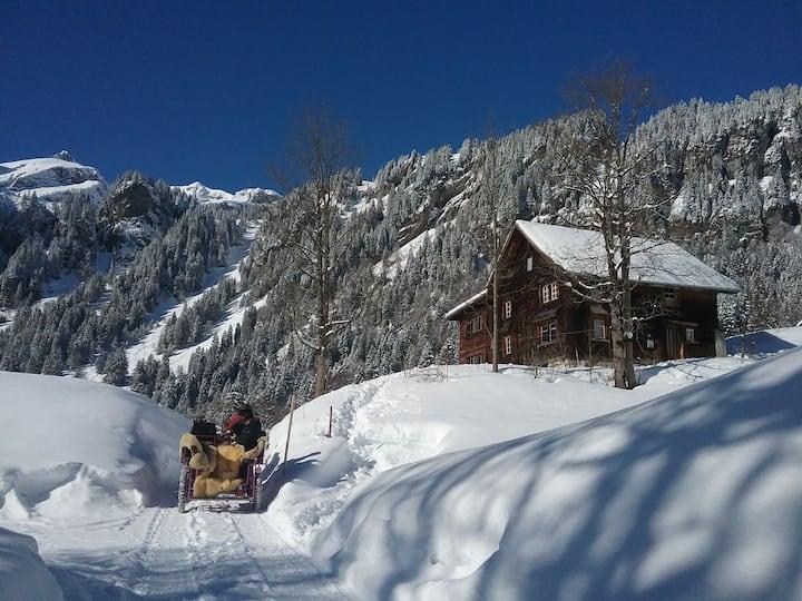 Absolut ruhige Aussichtslage in uraltem Holzhaus