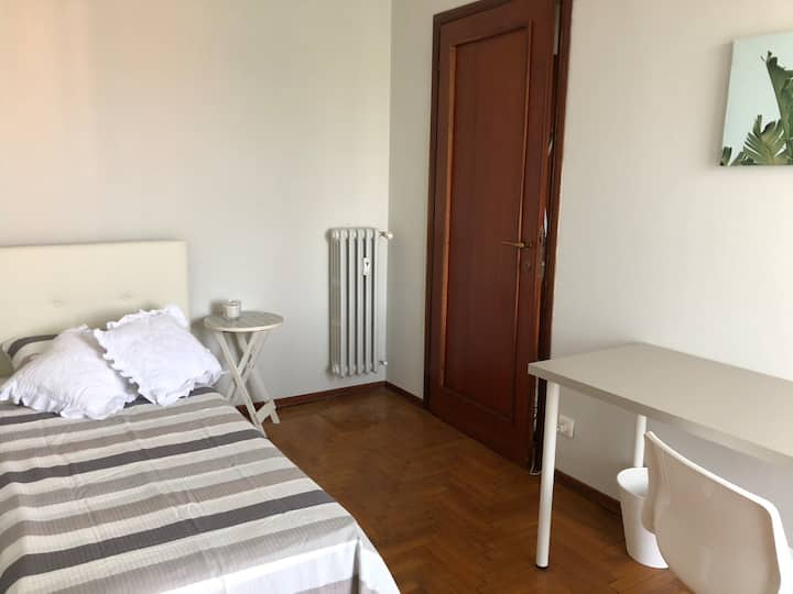 UB erasmus single room 500mt from LIUC!