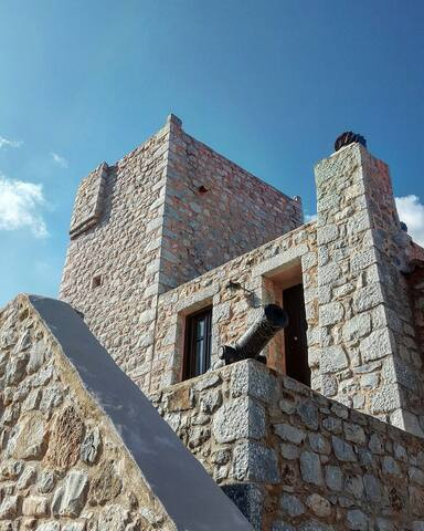 AN OLD TRADITIONAL TOWER - Χαριά - Bed & Breakfast