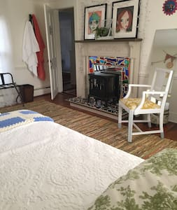 Twin Beds 2 blocks from town - Snow Hill