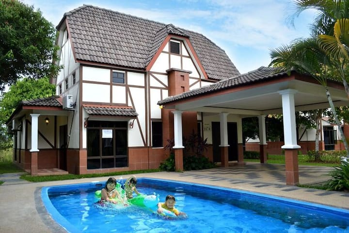 A 39 Famosa Villa With Private Pool Villas For Rent In Alor Gajah Melaka Malaysia