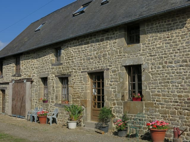 The Olives cottage, 4 bedroomed self-catering gite - Saint-Cyr-du-Bailleul - Casa