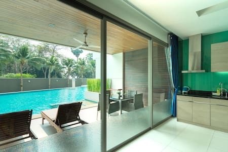 Beachfront Pool Access Room no. 10
