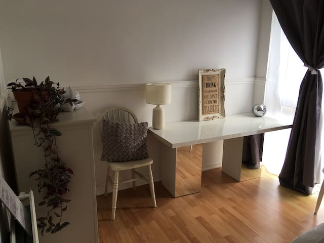 Sunny double room available in lovely house.