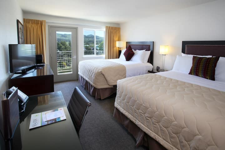 2Q River view suite w/FREE BREAKFAST & POOL