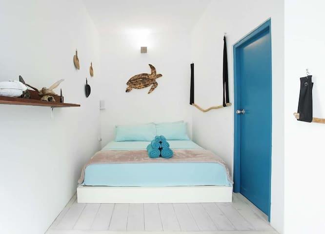 Bedroom 2 - Bright room with 1x Queen bed & own bathroom