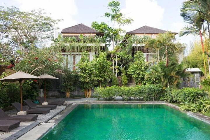 Spacious & Affordable Villa close to Beach & Shops