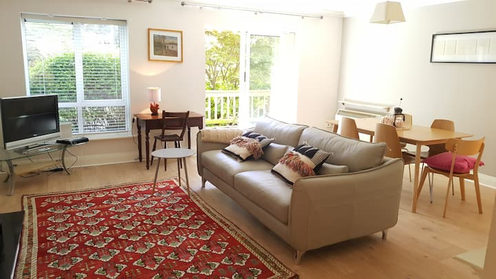 Stylish, Spacious & Comfortable 2 Bed + Parking.