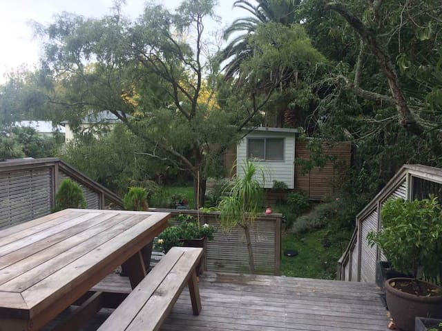 Spacious character bungalow in chic Grey Lynn - Auckland - Bungalow