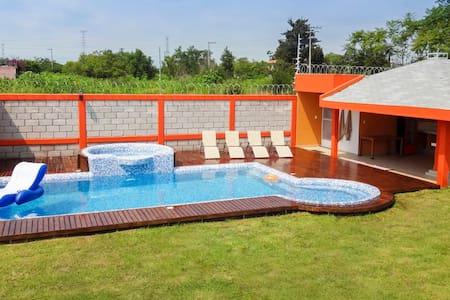 Casa con alberca en Cuautla Morelos - Cuautla, Morelos - Hus