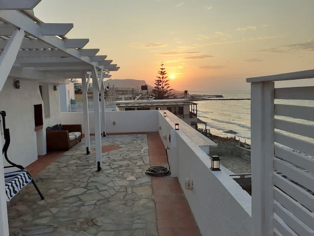 Astra Sea View Apartment, Sea Front
