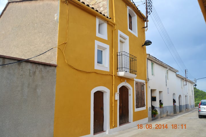 House with 4 bedrooms in Sant Pere Sacarrera, with wonderful mountain view, furnished terrace and WiFi - 35 km from the beach