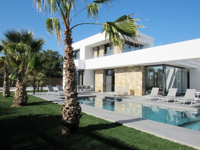 Villa design LA CALA
