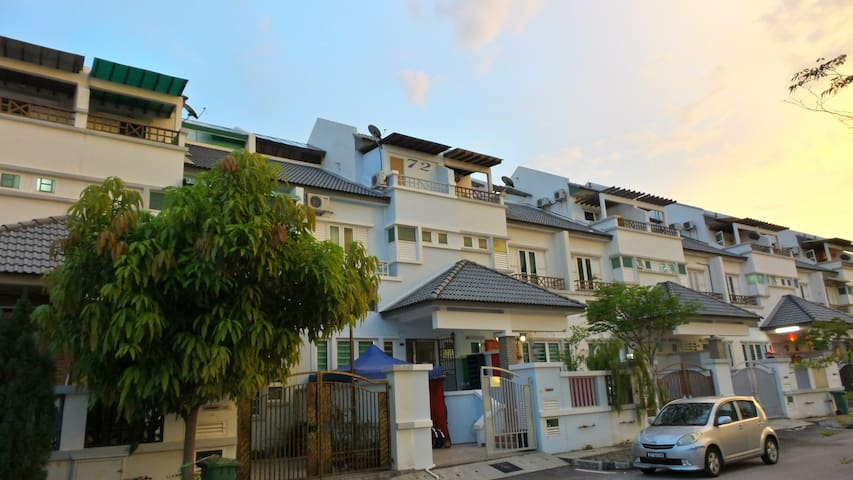 Budget Vacation Home for Big Group - Jelutong - House