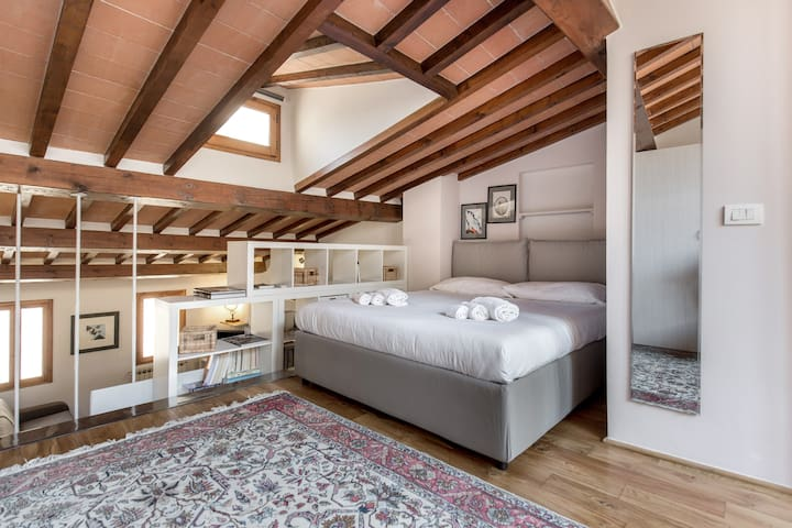Bohémienne Penthouse in Santa Croce with Wi-Fi - Firenze - Loft