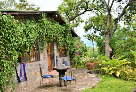 Stone cottage w. kitchen 1-5 pers. Posada Santiago