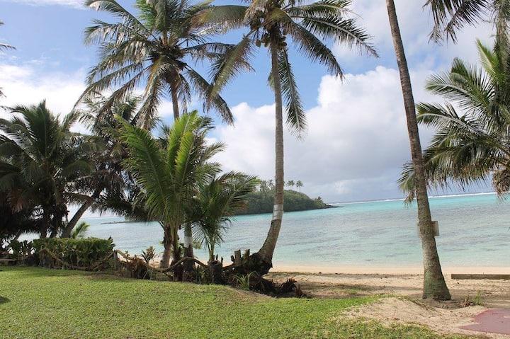 Picturesque Views of Motu Ta'akoka-Vacation Villa