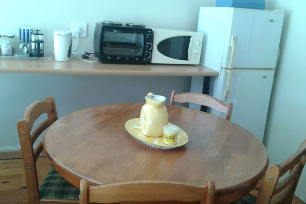 4 seater dinning table in kitchen area