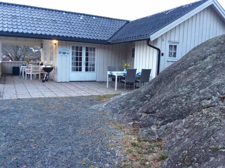 Odden hytteutleie.Solrik fin plass v/sjøen.Hytte 1